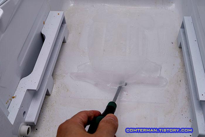 냉동실 바닥 얼음