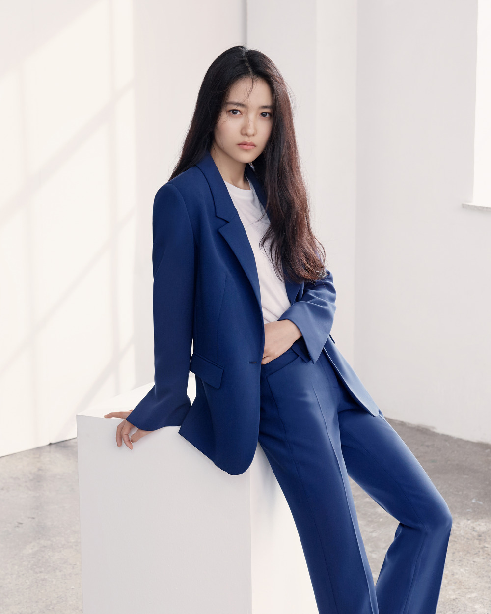 프론트로우-2018-SS-김태리_Slit Cuffs Tailored Blazer