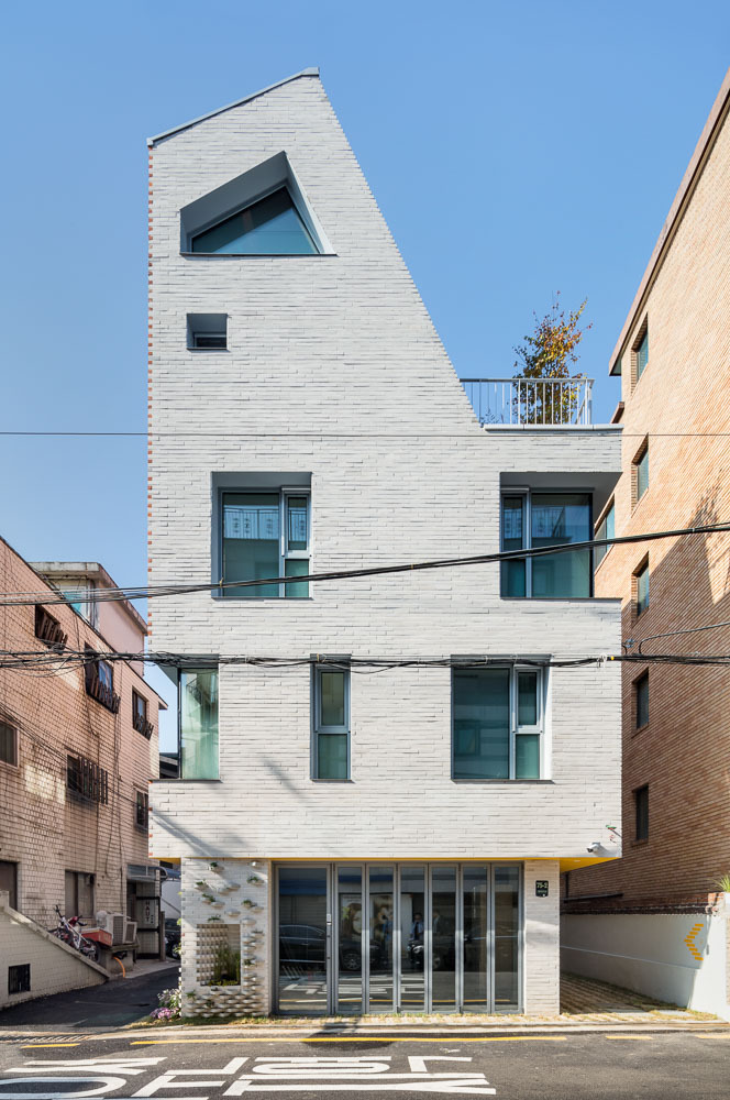 ALLEY HOUSE