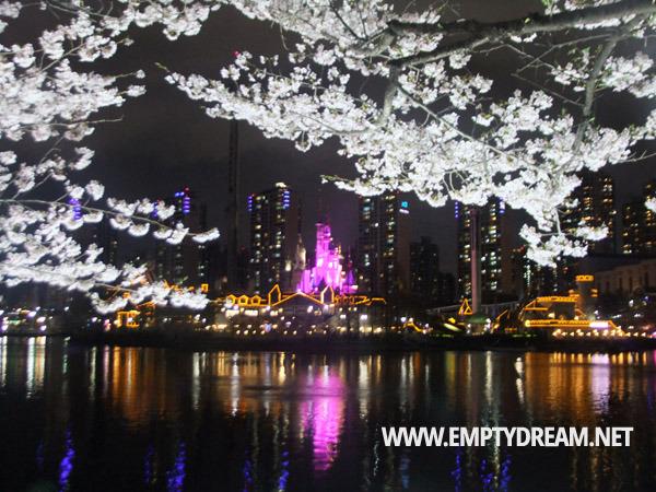 잠실 석촌호수 벚꽃축제 야간, 롯데월드 매직아일랜드