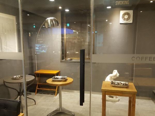 커피일루아 흡연실