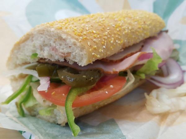 써브웨이 클럽 샌드위치 (스위트어니언 소스, 아메리칸 치즈,하티 번)