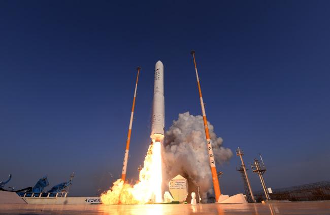 [사설]한 걸음 더 나아간 우주과학기술, 한국형 시험발사체 성공