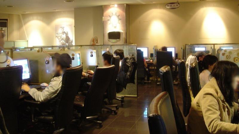 사진: PC방 모습. 청소년 보호를 위해 여성가족부가 내놓은 셧다운제가 Xbox 에러의 원인이었다.