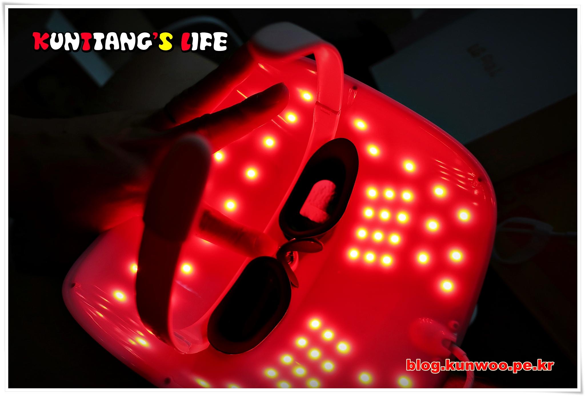 [그림11] Derma LED Mask의 LED가 켜진 모습