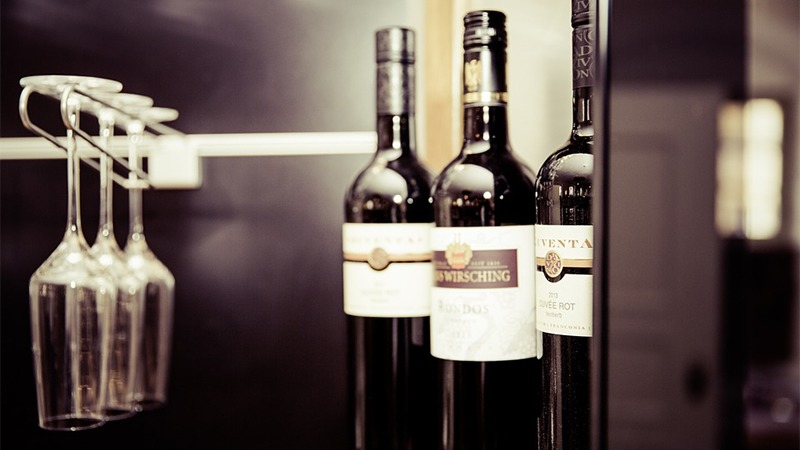 사진: 와인잔은 닦은 후 공중에 거꾸로 얹어 놓는 것이 가장 좋다