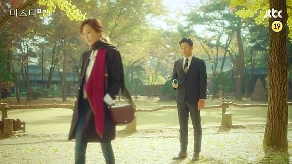 JTBC 드라마 미스티 김남주 패션. / 제이에스티나 가방.