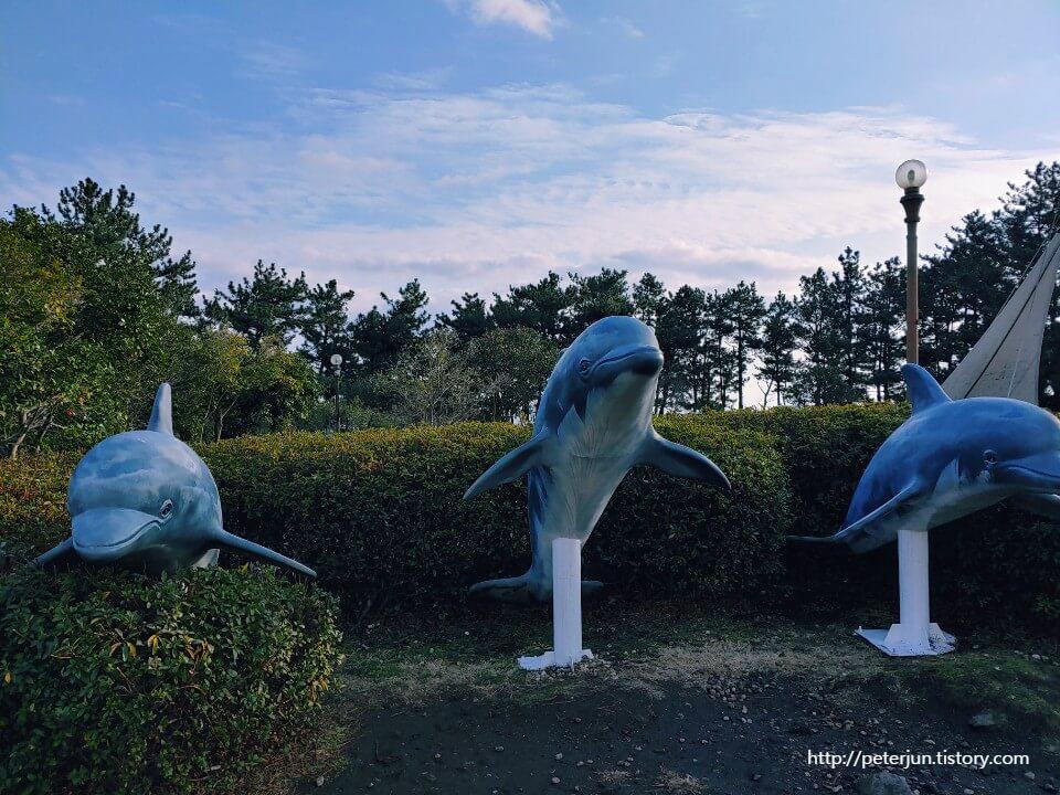 돌고래 조형물