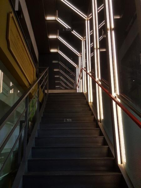 할리스커피 계단