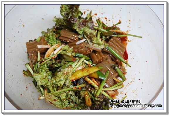 탱글탱글 쌉쌀한 맛이 좋은 도토리묵 무침