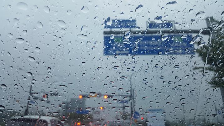 권선2사거리 비오는 날