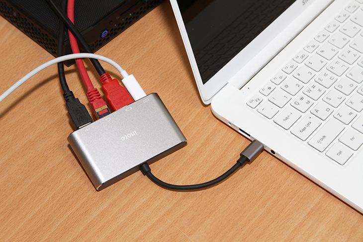 케이블 하나만 연결하면 4개의 인터페이스를 동시에 연결이 가능 합니다.