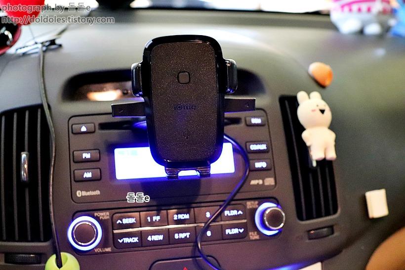 차량용무선충전거치대는 아이폰도 지원한다.
