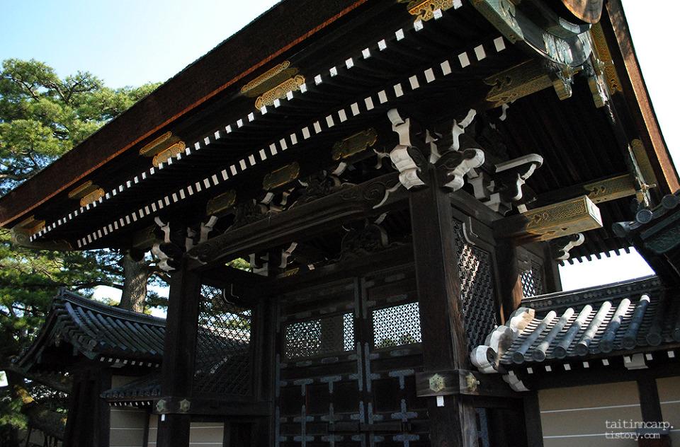 교토고쇼 문 3