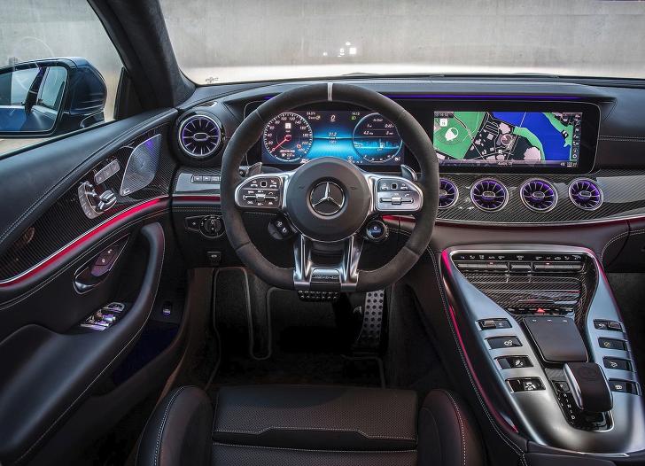 메르세데스-AMG GT 4도어 인테리어