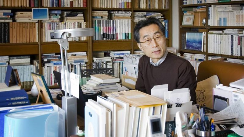 사진: 카타야마 쿄이치의 홈페이지에 실린 작가의 사진.