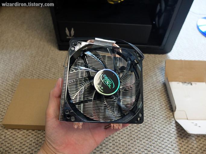 CPU의 기본 쿨러를 GAMMAXX 400으로 교체해 보았습니다6