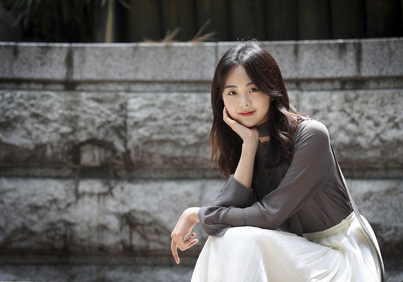 금새록 드라마 '열혈사제' 인터뷰 초고화질 화보 10장