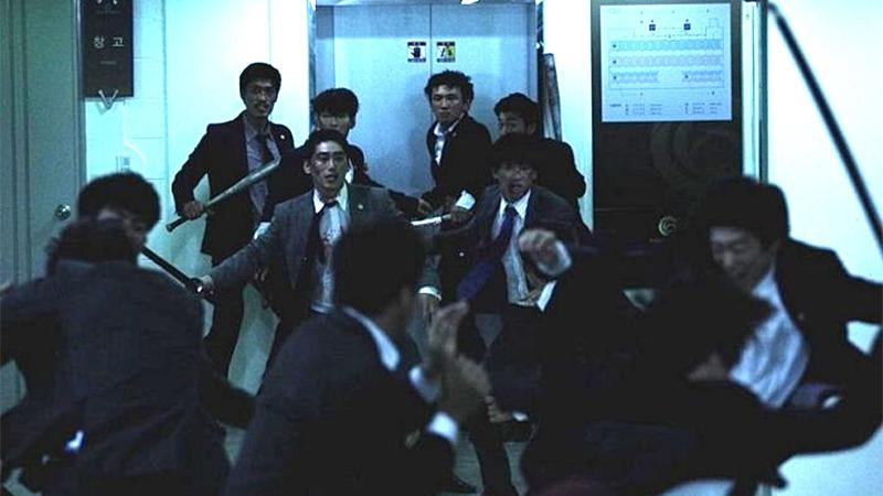 사진: 엘리베이터 난투씬은 잔인하기로 유명하다