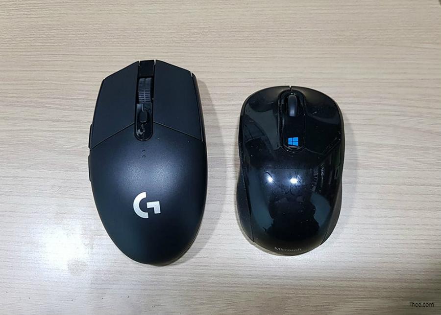 MS 스컬프트 무선 마우스와 비교 한 모습