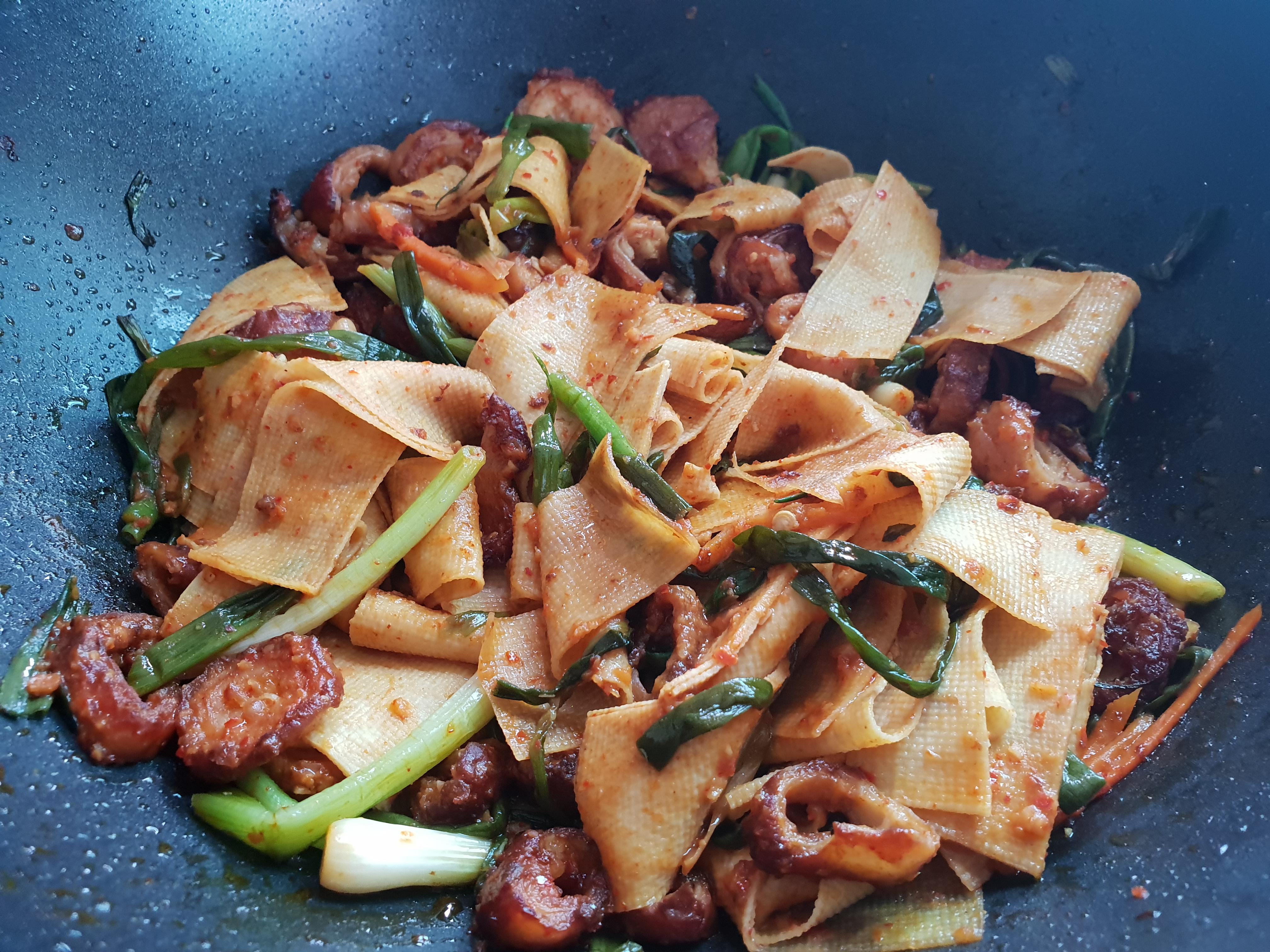 [레시피] 막창 건두부 파김치 볶음 - 냉파의 일종이라지요.., 건두부, 냉장고 파먹기, 냉파, 단호박, 단호박 레시피, 단호박 찜, 돼지 막창, 돼지 막창 비싼 이유, 레시피, 막창 가격, 막창 건두부 볶음, 막창 건두부 파김치 볶음, 막창 레시피, 막창 볶음, 막창 파김치 볶음, 수요와 공급, 자취생 레시피, 파김치 막창 덮밥, 포두부