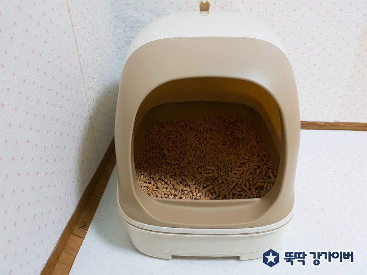5. 냥토모 고양이화장실 후드형 베이지