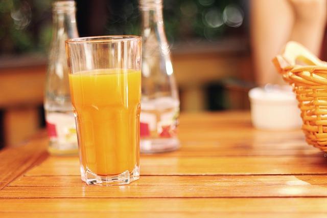 많이 먹으면 노화를 가져온다는 음식 8가지 [이렇게 먹으면 늙는다] 오렌지 주스