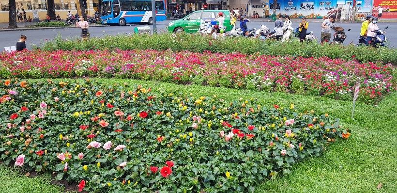 호치민 노트르담 대성당 정원