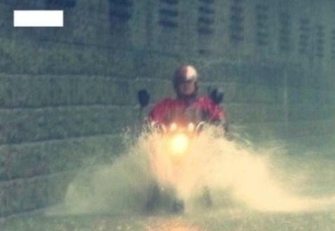 비오는날 배탈 오토바이