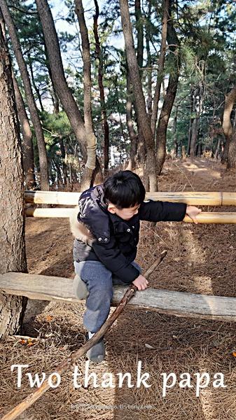 유아 산책중 휴식