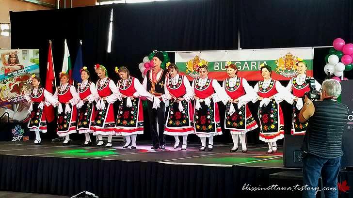불가리아 전통 춤입니다