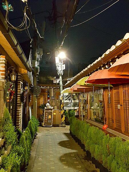 서울 종로구 5호선 종로3가역 익선동 한옥마을