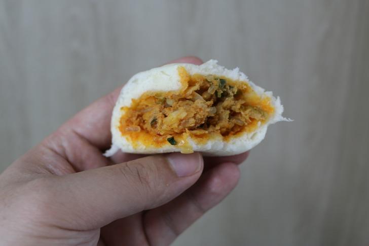 칼칼한 김치가 듬뿍 매콤김치 왕만두 먹어본 후기