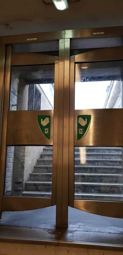 파리 지하철 나가는 문
