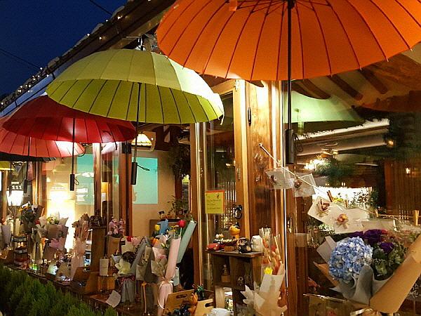 서울 종로구 익선동 한옥거리 랜드마크 카페 - 마당플라워카페