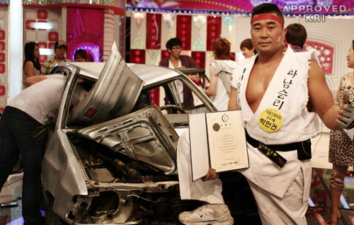 15. Korean record smashes cars quickly with bare hands
