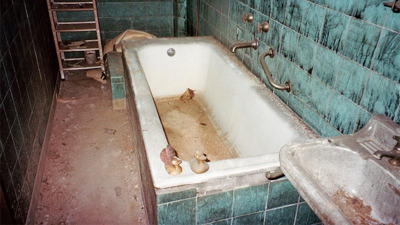 엽기 범죄가 일어난 욕실