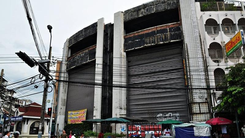 사진: 대도시 한 복판에 흉물스럽게 남은 방콕 쇼핑몰