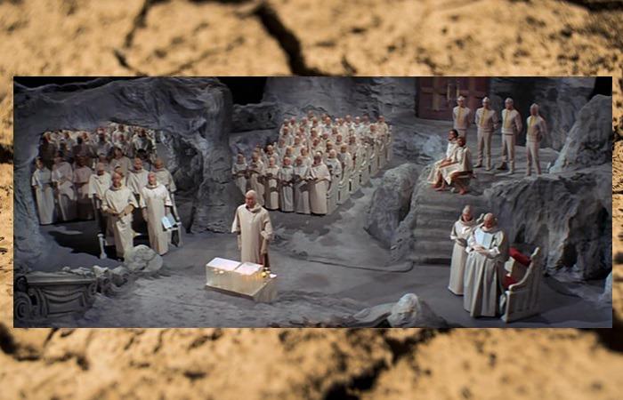 사진: 미래의 인간들은 핵폭탄을 숭배하는 종교의식을 거행하며 지하세계에 숨어서 살고 있었다. 혹성탈출 줄거리는 결국 지구를 핵폭탄으로 멸망시키는 결말로 끝난다. [혹성탈출 시리즈 - 혹성탈출2의 줄거리와 결말]