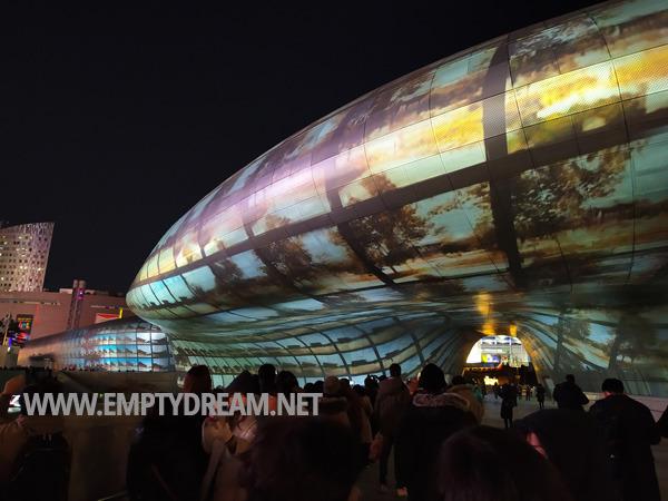 DDP 겨울 빛 축제, 서울라이트 Seoul Light, 220미터 외벽 미디어 파사드