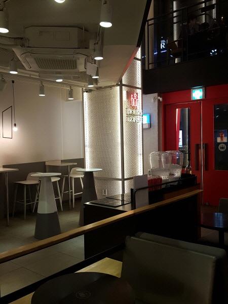 서울 종로 탑골공원, 낙원상가, 인사동 24시간 카페 - 할리스커피 종로본점