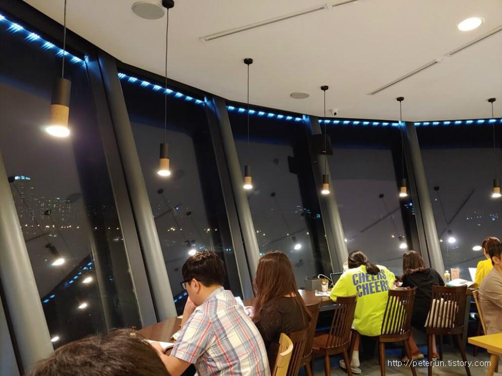구름카페 3층 실내풍경