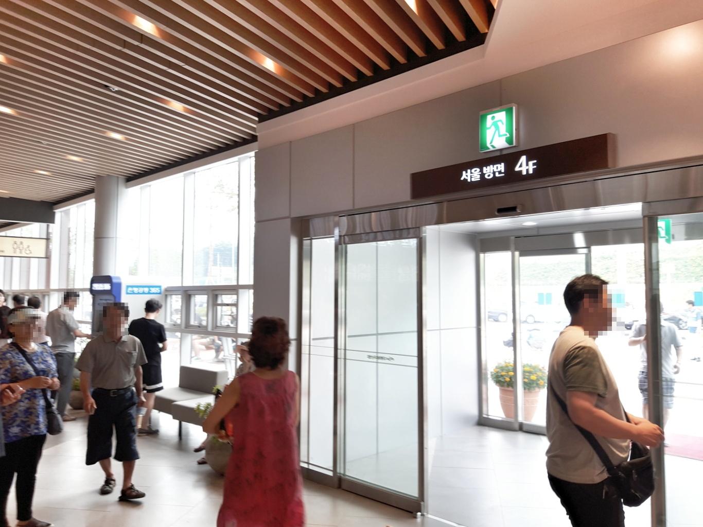 4층 서울방향 출입구
