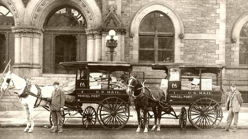 사진: 말을 이용해 우편을 배달하는 우편마차