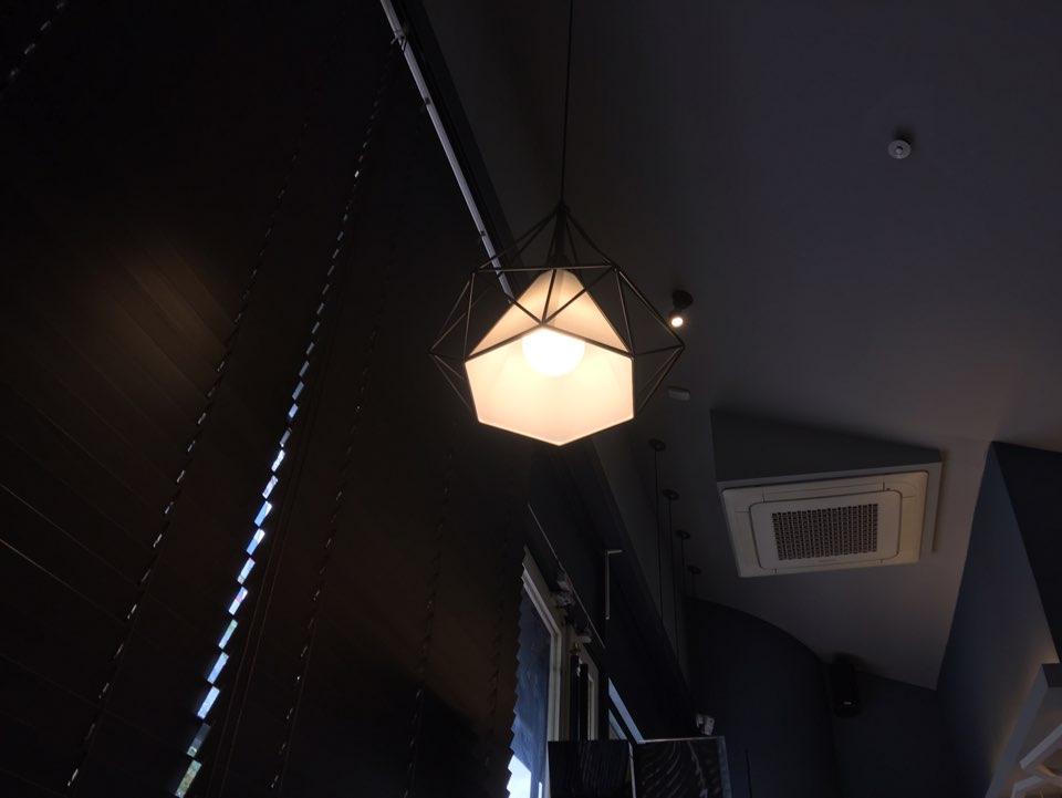 분위기좋은카페 불빛