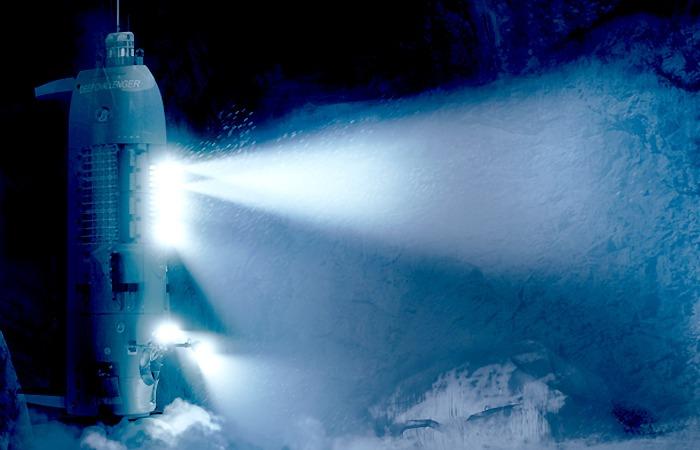 사진: 영화 딥씨 챌린지의 홈페이지에서 제공하는 자료 화면. 심해 11000m인 챌린저 해연의 마리아나 해구가 배경이다. [제임스 카메론과 마리아나 해구]