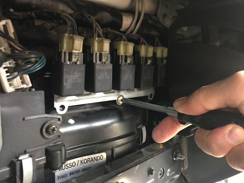 무쏘 에어컨 필터 교체 방법