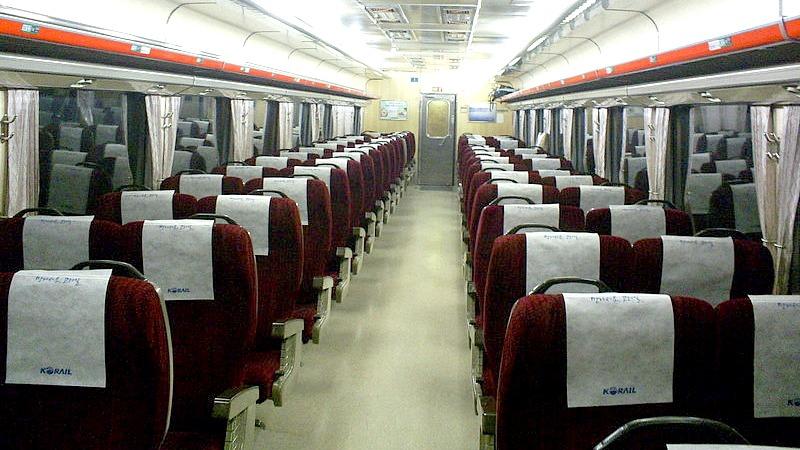 사진: 무궁화호 기차의 내부 좌석. 무궁화호 입석은 100%까지 발행이 가능하다.