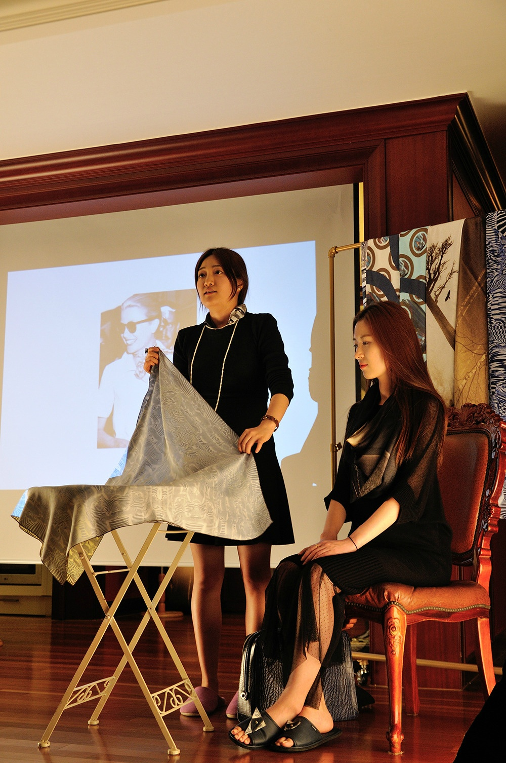 THE SCARVERS ON THE ROAD 이홍석 - Scarf Show in Salon de Banana