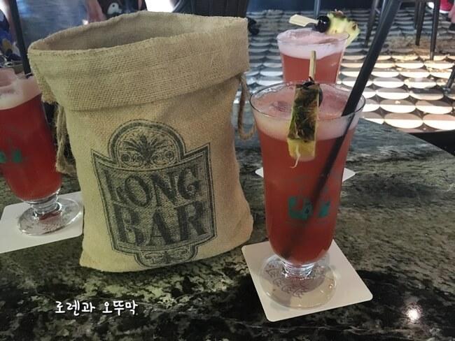 싱가포르 롱바(LONG BAR)의 이색적 분위기9